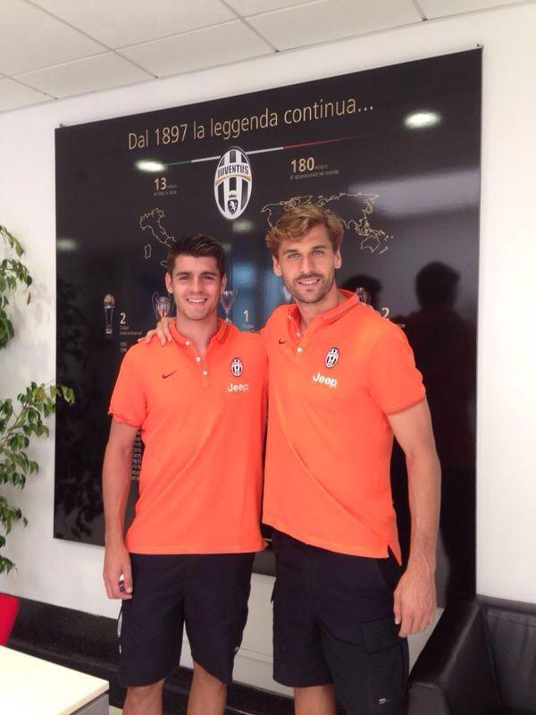 Con mi nuevo compañero de equipo @AlvaroMorata Mucha suerte en esta nueva etapa #BienvenidoAlvaro Forza Juve!! http://t.co/MntnAyu28b