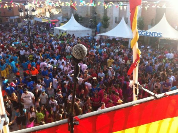 Volviendo de las fiestas de Santa Marina en Cigales.Hoy, Aranjuez con el SrCorrales.Últimas funciones #quehaydenuevo http://t.co/LkZGnY9HV5