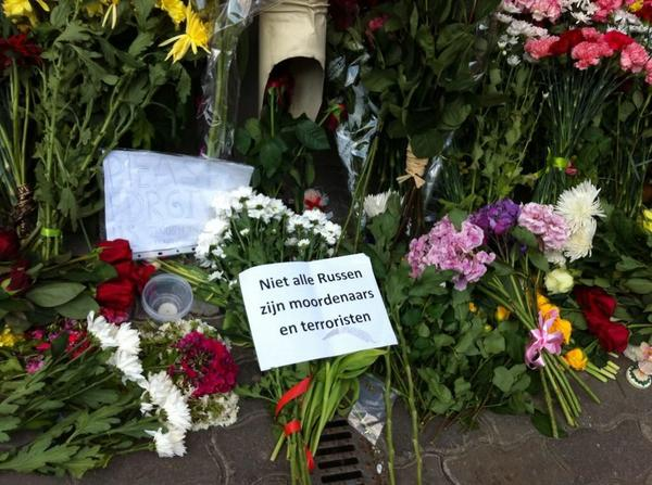 """Russians are leaving flowers at the Dutch embassy in Moscow and begging """"forgive us"""" http://t.co/dy0coYRLbu http://t.co/wGIquwVqNP"""
