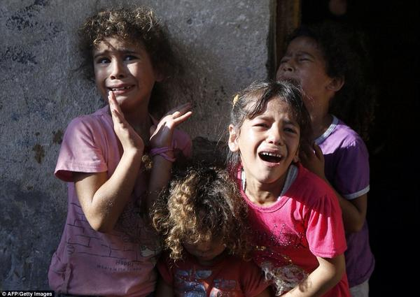 Children at funeral of the Bakr boys killed by #Israel while playing at the beach in #Gaza. #Palestine #humanrights http://t.co/LGbTa7jSXZ
