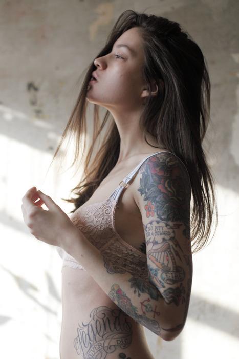 Photo: #inkedgirls #alternativegirls #girlswithtattoos #altgirls #altporn @sofia13_sketube @stryc_9_ #altgasm http://t.co/XbaHHgCzJJ