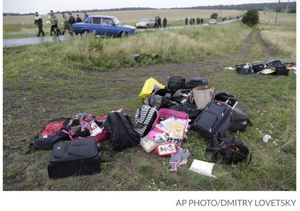 REPORT: Rampant looting at the #MH17 crash site; victims' credit cards, gadgets, wallets now gone. http://t.co/XfmEVq0iY3