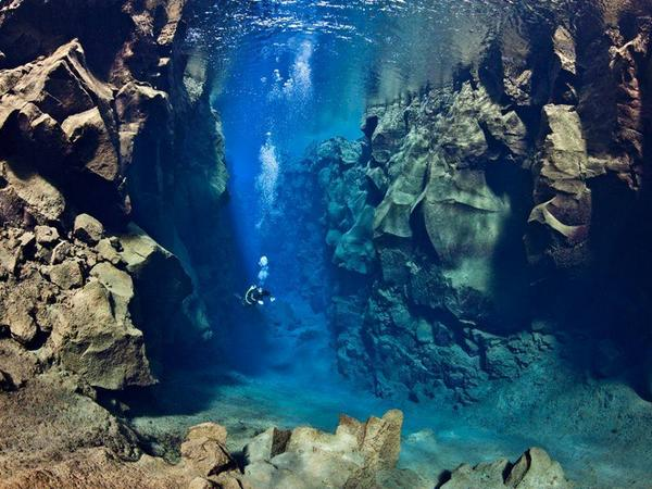 A diver swimming between two tectonic plates (between Europe and America). http://t.co/1HznRtNnmg