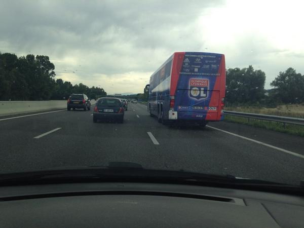 Le bus de l' @OL repéré sur l'A43 http://t.co/lrvJgQ0AIj