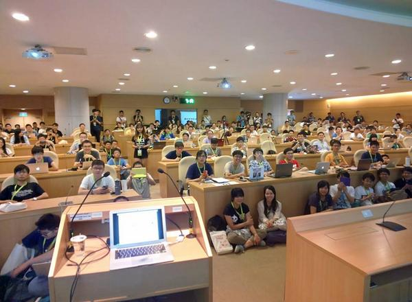 Just finished my speech on #COSCUP 2014, took a picture of my audience via Google Glass http://t.co/Aj2rpdDwSc