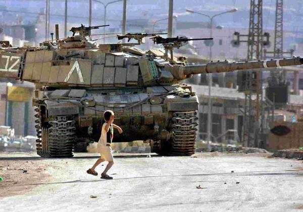 Pedazo de foto. Angustia, porque no es una peli. Es real #Gaza http://t.co/WQBY4Q1krN