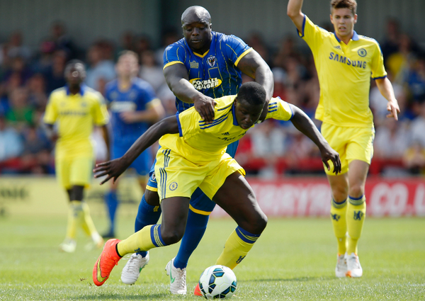 Bs6 5CuCMAA42Em BEAST MODE: Akinfenwa looked like an NFL professional next to Chelseas players [Pictures]