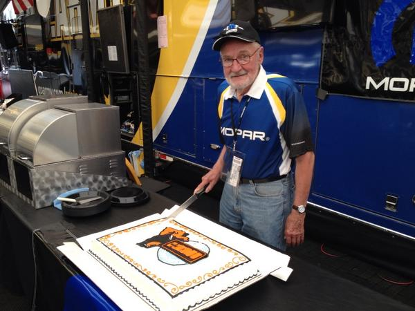 Happy 50th birthday @OfficialMOPAR HEMI 426 race engine. Father of the HEMI Tom Hoover cuts the cake. http://t.co/ghBPJyyyf6
