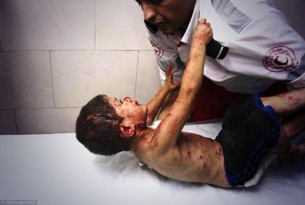 """""""@Belalmd12: The boy who clung to the paramedic: the story behind the photo http://t.co/0fECju4Zfb http://t.co/elDjWPtj2c"""" #Gaza"""