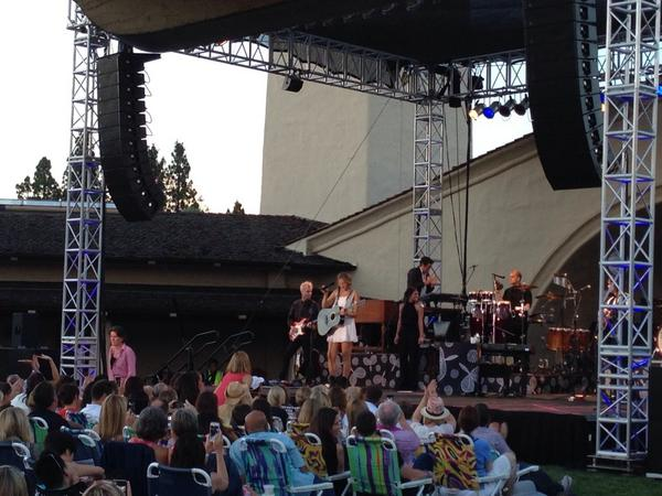 We are all fallin for you @ColbieCaillat #MondaviSummer http://t.co/RsjI4rpMH5