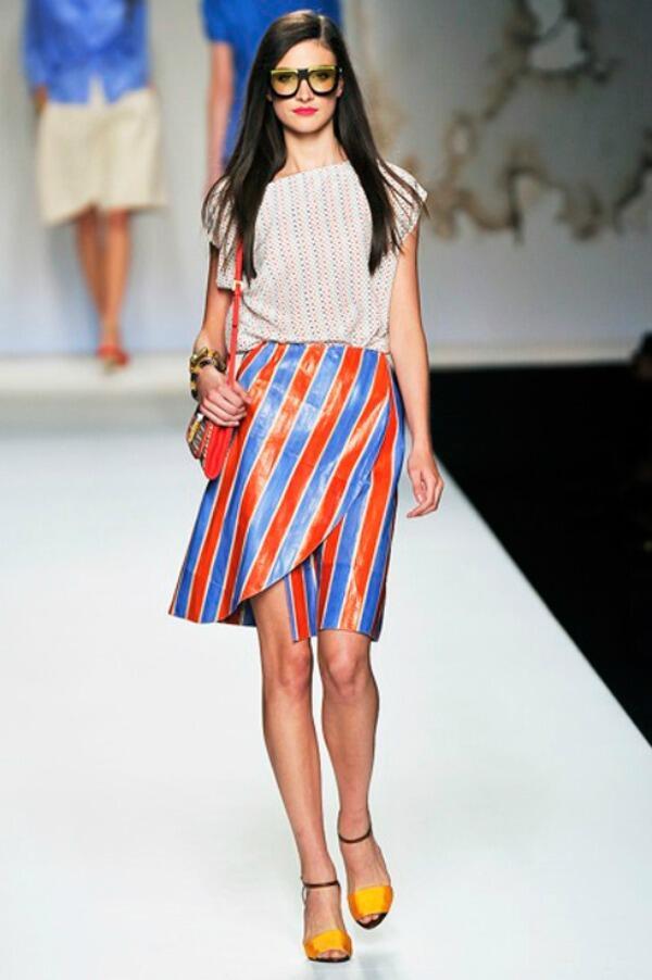 Mar Montoro (@Mar_Montoro): Faldas estilo pareo, de prenda playera a `must have´ de ciudad http://t.co/UsqkaE3df0 #moda #tendencia http://t.co/36VEZh6ZRx