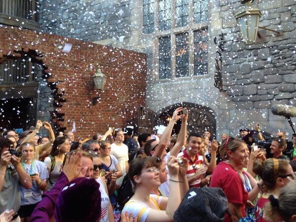 And it's open #DiagonAlley @TODAYshow #potterheads showered as they enter. http://t.co/MNGVOEy6QX