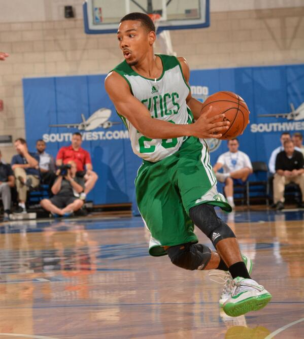 Phil Pressey isn't just putting defenders on skates—leading the Celtics like a true pro: http://t.co/OVgS9fbNOr http://t.co/vdxxN4oeRn