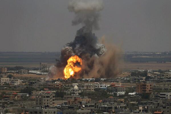 Meanwhile in Gaza http://t.co/7WgNkmve1X http://t.co/txZnIKCXdh