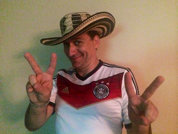 Jokowi? #Salam2Jari RT @PAULVANDYK: Congratulations to the German team! Unbelievable!! #GER #WorldCup #aneurerseite http://t.co/7XFqgTWZb4