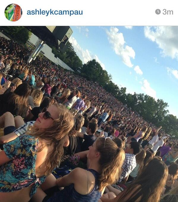 """If you're wondering where half the world went """"@pmore_NFG: Whoa so many fans #MONUMENTOUR  @yelyahwilliams check out http://t.co/nWCQNiXH5r"""""""