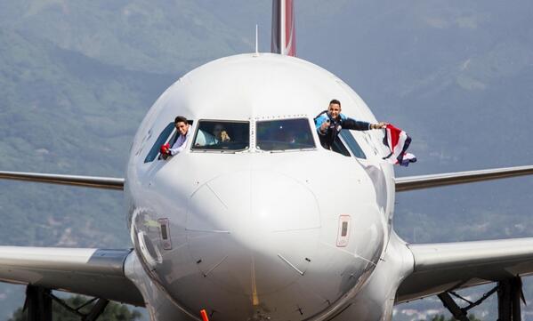 ¡Esta es LA FOTO! de llegada de la SELE. Fotógrafo Juan Carlos Rojas de @presidenciacr @NavasKeylor @bryanruizcr http://t.co/sgx8N9miIm