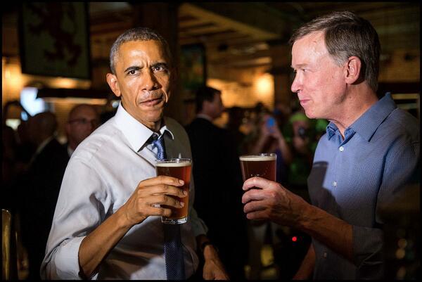 .@BarackObama has a #craftbeer w/ Gov. Hickenlooper (@hickforco) at the @Wynkoop bar in #Denver. http://t.co/VJxYy6qHI3 via @dougmillsnyt