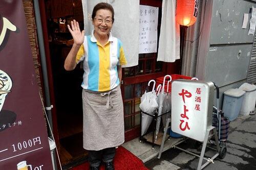 朝だけ営業する伝説の居酒屋「やよひ」閉店の噂を聞いて真相を確かめに行ってきました。みんな大好き、やよひママの半生にも迫っています。http://t.co/o06nHoDXqa http://t.co/ZLfrPiCAJY