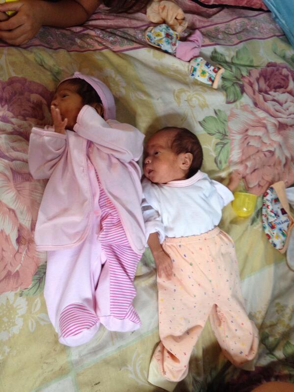 Estas mellizas de mes y medio de nacidas necesitan ayuda urgente leche enfamil1, y pañales telf: 3-840-893 http://t.co/iB7qkPsIzb