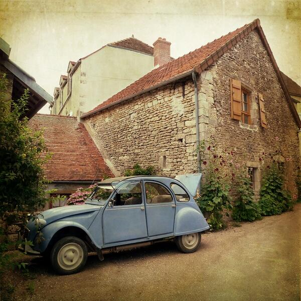 I want a house like this. In the country. In France. With this car please! Oui: http://t.co/NEPa4erhph http://t.co/wjCMNvXSZS