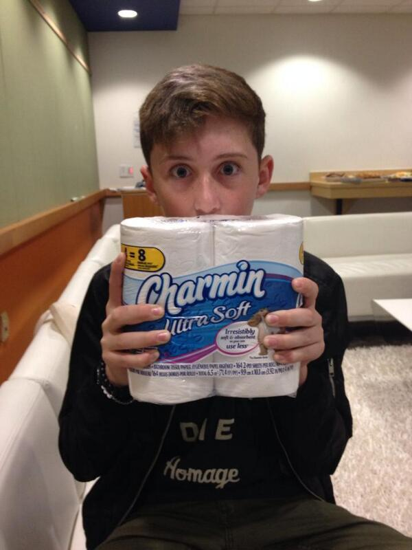 Busted! We knew @trevormoran liked to squeeze the Charmin! #queen #creativerebel #tweetfromtheseat http://t.co/5p12rjeBv6