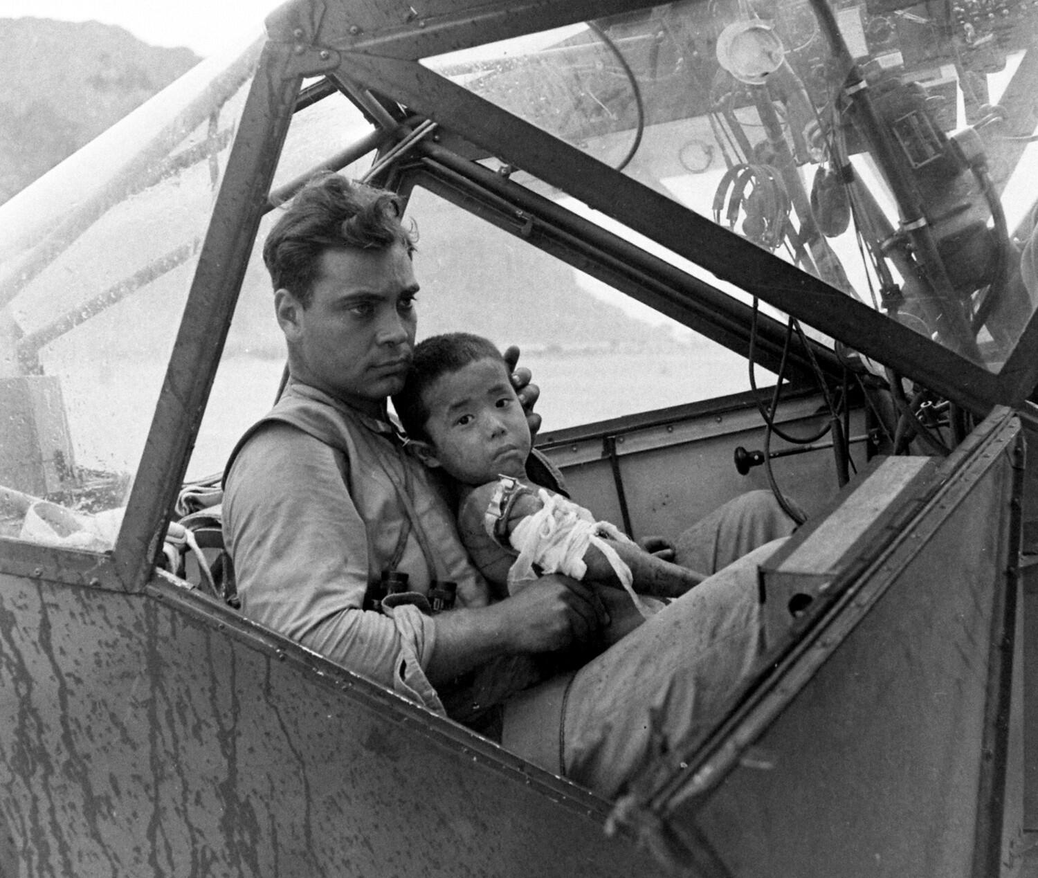 A wounded Japanese child and an American pilot, Saipan, 1944. #WWII http://t.co/s1DrXsW2TD