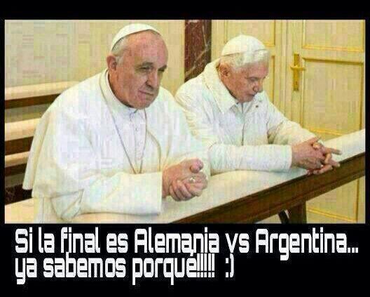 Duelo de Papas #Alemania y Argentina en #MundialBrasil2014 #DIRECTVCopaMundial http://t.co/Vb06sFRksn