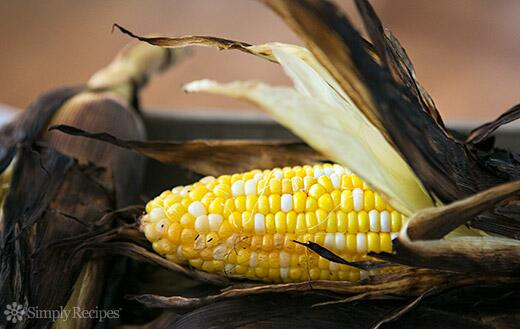 Best way to grill corn? Husk ON. http://t.co/95GZklSiDb http://t.co/f4AnTkBYC4