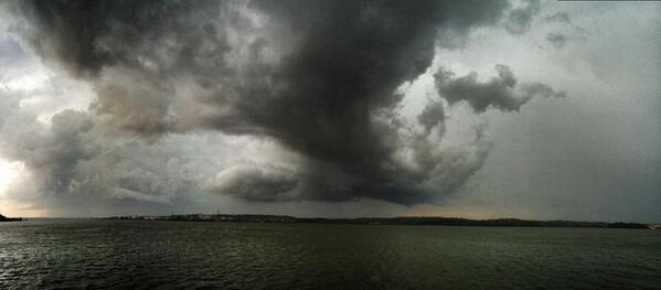 At least I have my foul weather gear today.  Here's the Potomac right now, @capitalweather : http://t.co/8BTPYYqfI6
