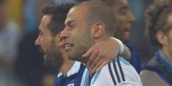Esta foto resume todo. Gracias mascheranoooo . @Mascherano Gracias http://t.co/Gg0ozFAucW