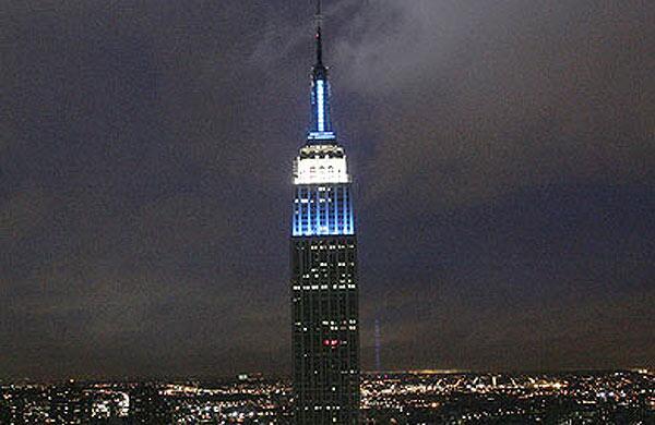 #ArgentinaALaFinal #EstamosEnLaFinal Qué lindo el Empire State con los colores de Argentina!!! http://t.co/O1yRHa4o03