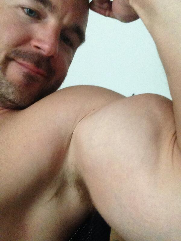 STR8cam Jeff (@str8cam): Left arm this time.. Lol #tired now http://t.co/TffBATnFlm