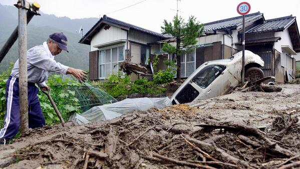 Shocking video shows a landslide sweeping through Nagiso, as Typhoon Neoguri strikes #C4news