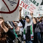 【速報】「イスラエルはガザへの空爆をやめろ」米NYで数千人が抗議デモThousands rally in NY to protest against Israeli air strikes on #Gaza http://t.co/g20xDJF9ok @Channel4News