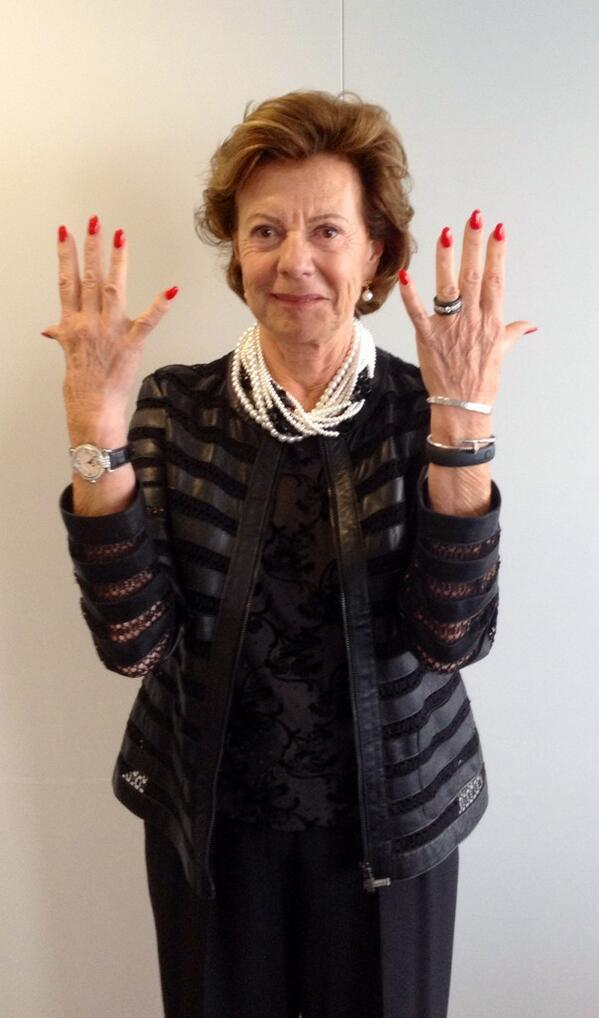 Count my fingers - it's that easy. We need #TenOrMore women European Commissioners, out of 28. #EUtopjobs http://t.co/Gn4b4g8qJ8