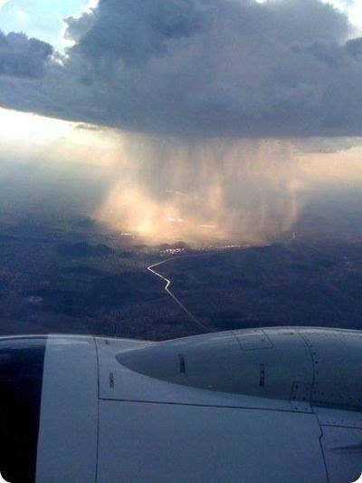 This is how rain looks from the sky: http://t.co/WxX0UzeQJF