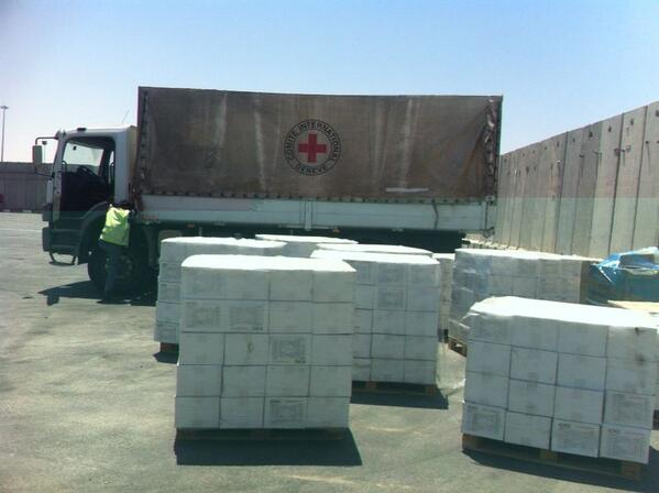 Hamas fires rocket at our civilians, #Israel brings aids to the Palestinian civilians #ProtectiveEdge http://t.co/Qr6c7GagPY