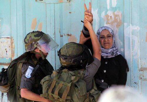 YOU GO GIRL! #PalestinePride RT @Palestine_Pics: RT @mdp4202: Resistance is a beautiful thing.. http://t.co/AuYkSdLcNX