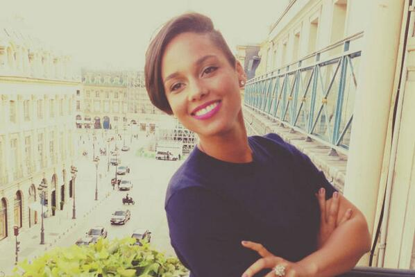 This smile lighted up Paris @aliciakeys http://t.co/oUoQnBf7ct