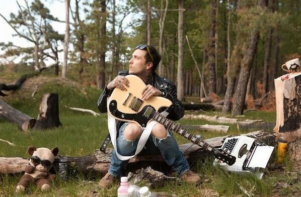 The Phant-o-matic Returns! Frank Iero announces debut LP http://t.co/NfAVMC5xYh http://t.co/RrI543WzoQ