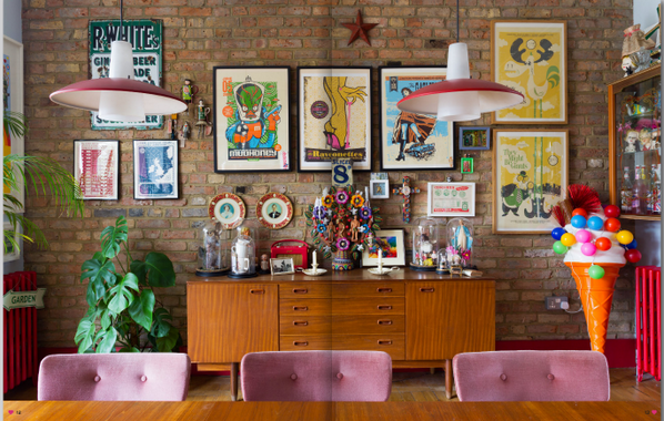 The new @hearthomemag is chockfull with prettiness. This room is my fave. http://t.co/8zymjAtroL http://t.co/4pqZUPDCvk