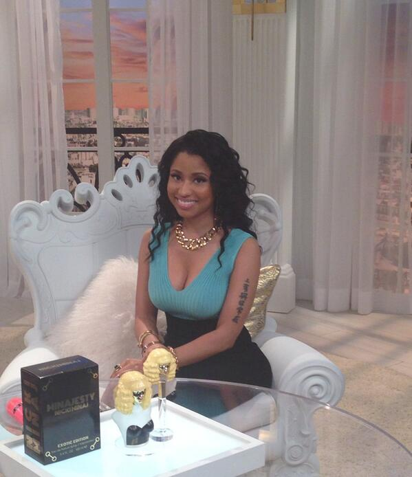 Guess who we caught up with on set? The always fabulous @NICKIMINAJ - going live in 15 mins! #NickiAtHSNTonight http://t.co/VVlG8fc2iD