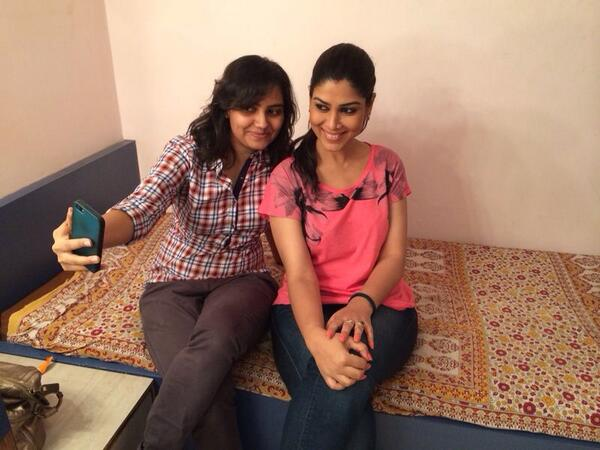 All these fun times will be missed! What a Darling she is! Adore her! #SakshiTanwar #BALH #Lastdayofshootpics ☺️