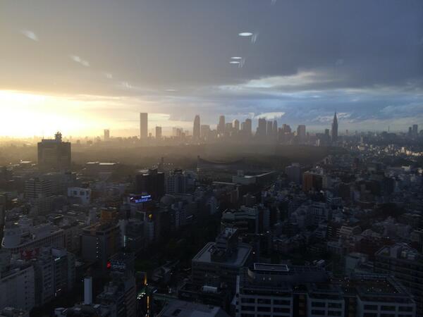 なんか神々しい@渋谷ヒカリエから新宿方面 http://t.co/al89vmJc23