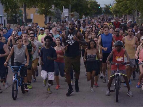 """Miami Heat fans be like .. """"hey Lebron, wait up! We coming too."""" http://t.co/2lRc5WqkN5"""