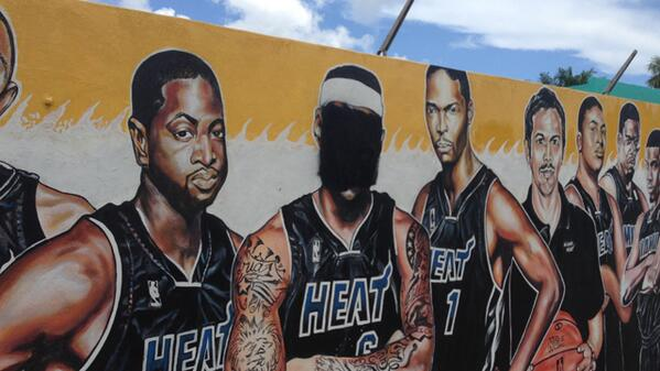 Someone has defaced LeBron's image on #Heat mural that took 2+ years to create http://t.co/1Ba2ZXpqbK #NotCool http://t.co/XuRluDyQZA