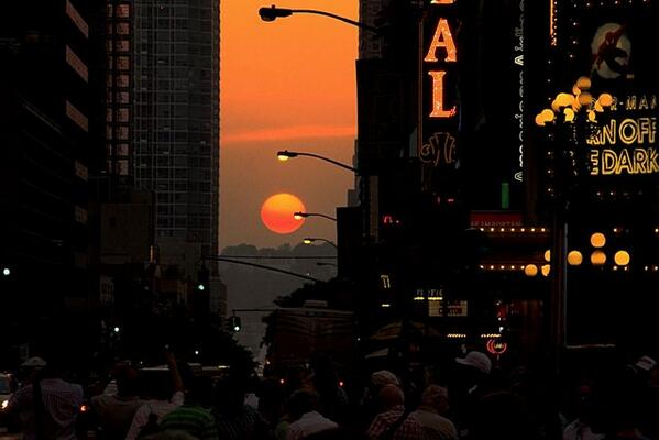 Come see #Manhattanhenge tonight. 8:20PM from up here! http://t.co/lHF3hcqrC2