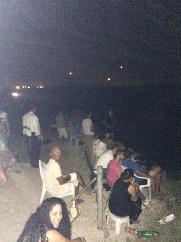 Picture showing Israelis cheering missile strikes on Gaza goes viral http://t.co/2lTMXWsfRk http://t.co/fruQIwO6kN