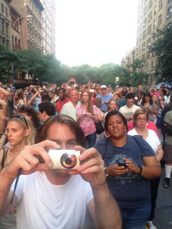 new yorkers are a weird breed. #manhattanhenge http://t.co/d5HzNlIwF8